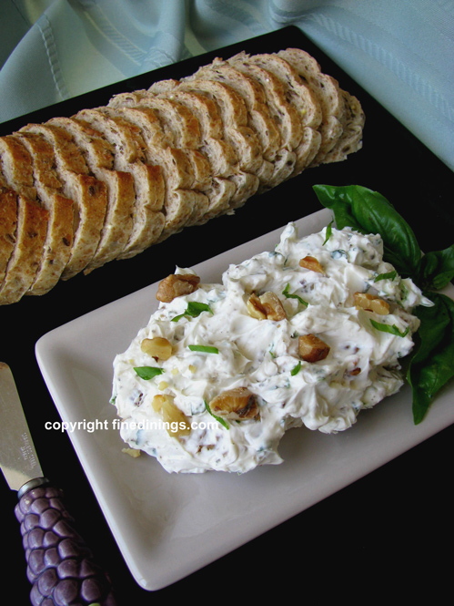 Blue Cheese Baguette Spread