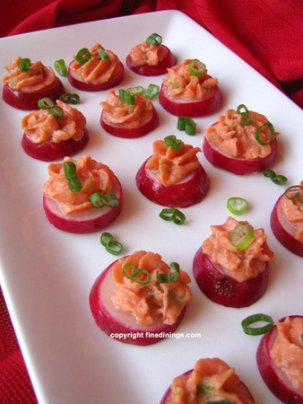 Radish canapes with smoked salmon mousse fine dining for Appetizer canape