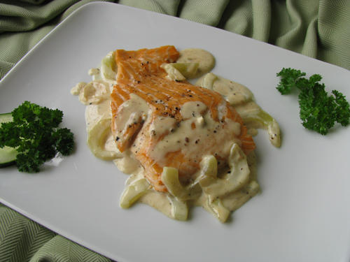baked salmon and cucumber sauce