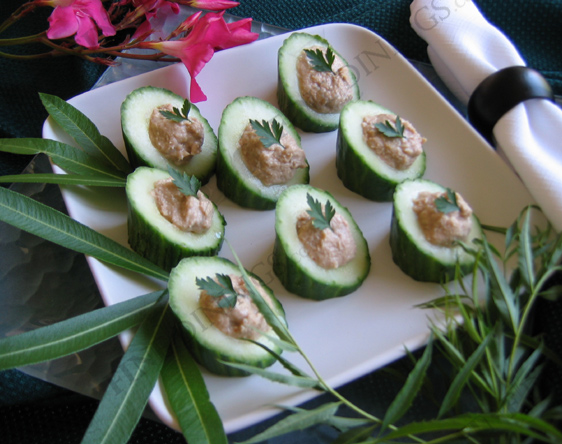 cucumber cups with salmon mousse